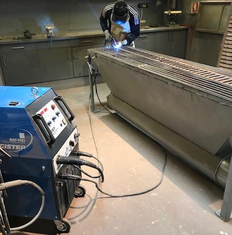 Atelier de réparation des volets percés, troués ou défectueux